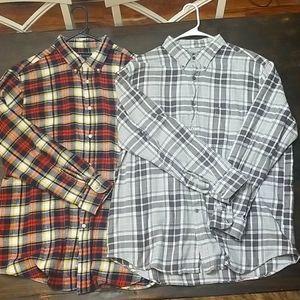 Set of 2 men's plaid flannels